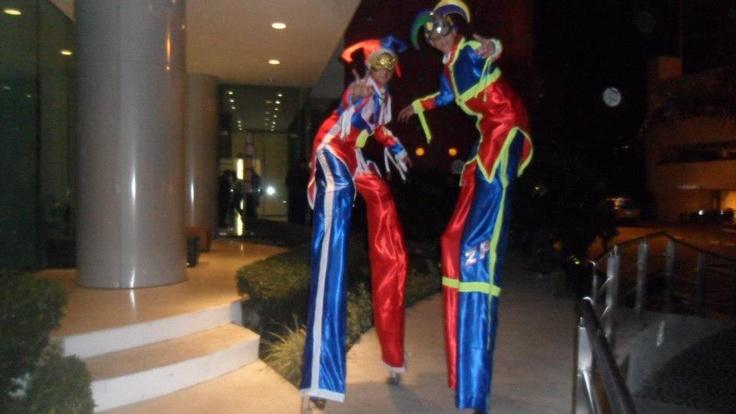 zanqueros en tijuana trajes azule y rojo