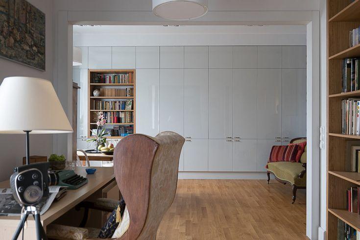 Livingroom  Pokój dzienny - kawalerka   #regał na #książki, #biblioteczka, #books, #bookstand, #shelf, #bookcase, #projektowanie #wnętrza, #meble, #JacekTryc, #architekt, #aranżacja #warszawa, #nowoczesne wnętrza, #interiordesigner, #design, #furniture, #interiors,