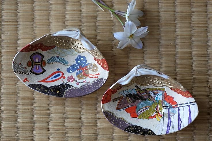 Kaiawase or clam shell matching game.