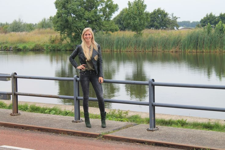 DeniChant | Outfit Of The Day: Stoer en vrouwelijk | http://denichant.nl