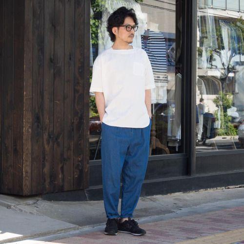 ポケット付きTシャツも人気の中、ポケット付きプルオーバーシャツも注目度高くご好評頂いております! [AUD1802] ¥5,900+tax(近日Web掲載予定) Bottoms [AUD3332] http://www.aud-inc.com/product/2244 無地ながら生地自体に存在感あるタイプライター素材は使い勝手の良さと、 シンプルだからこそポケットの映えるディテールは、1枚での着用時にもしっかりとコーディネイトを成り立たせてくれます。 涼し気な麻混デニムのワイドアンクルパンツと併せて、緩やかな週末スタイルで。
