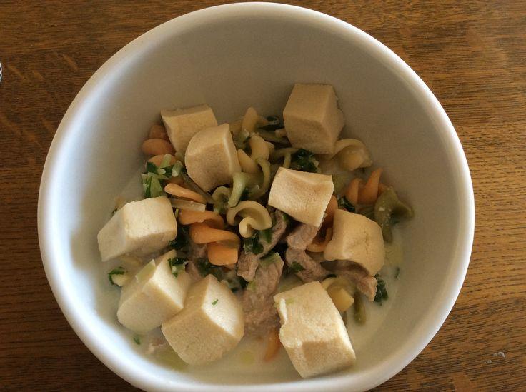 豚肉と水菜のミルクスープパスタ、高野豆腐のせ