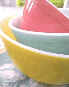 Yellow, Turquoise, PinkColors Combos, Mixing Bowls, Pyrex Nests, Mixed Bowls, Vintage Pyrex, Easter Eggs, Pyrex Bowls, Pastel Colors, Nests Bowls