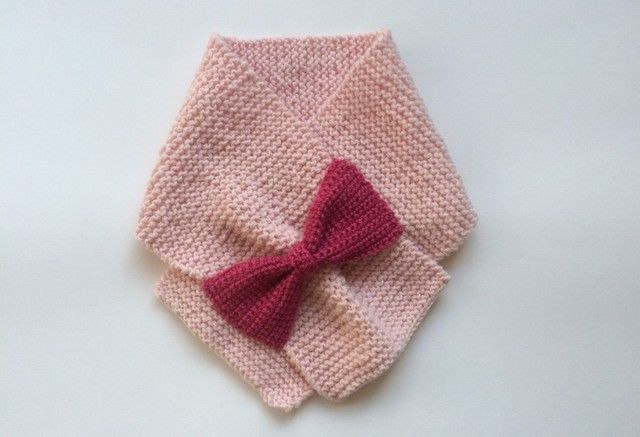 pink wool scarf with bow detail リボンのニットマフラー  キッズの画像1枚目