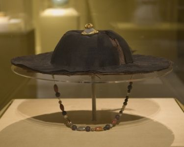 Brimmed Hat, Yuan dynasty (1271–1368), China. Fiber, wood, gold and semiprecious stones; H. 3 5/8 in. (9.2 cm), Diam. of head band: 7 1/16 in. (18 cm), Diam. of rim: 13 3/4 in. (35 cm). Lent by Gansu Provincial Museum