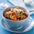 Farfalle met tomaten en basilicum recept - Pasta - Eten Gerechten - Recepten Vandaag