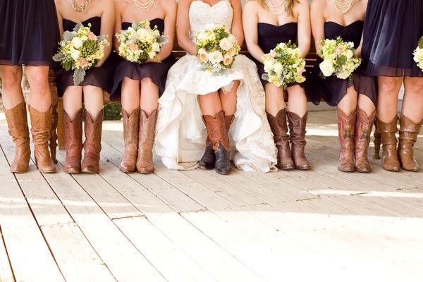 Love this!!: Cowgirl Boots, Wedding Ideas, Cute Ideas, Country Girls, Country Wedding, Bridesmaid Boots, Wedding Boots, Cowboys Boots, Southern Wedding