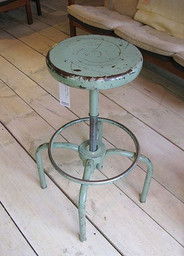 vintage metal stool. ilove it I so need a height adjustable stool with a foot rest seem as I am to short to reach the table and the floor at once.
