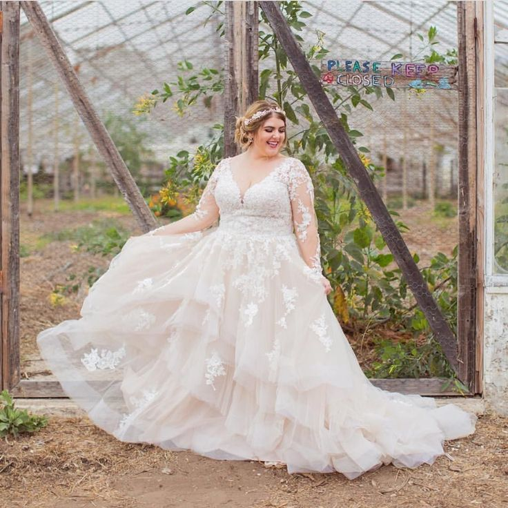 Delicate plus size off white wedding dresseslong sleeves