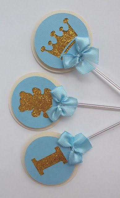 Consulte-nos sobre nosso produto: Whatsapp (51) 98262.5660 cartolinapersonalizados@gmail.com Toppers são plaquinhas pequenas e delicadas que dão charme aos docinhos e cupcakes. Essas ficaram lindas com um toque de glitter. Toppers feito com técnica de scrap.  Pode ser feito com glitter ou em papel dourado.  Diâmetro 4,5 cm