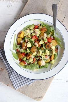 Maaltijdsalade met krieltjes en avocado
