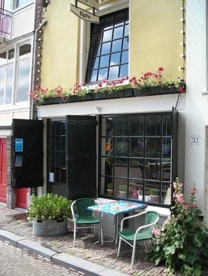 """Bla Bla """"Het leukste vega restaurant van Rotterdam in het pittoreske Historisch Delfshaven."""" Bla Bla ✮ Klik voor openingstijden en reviews: http://tupalo.com/nl/rotterdam/bla-bla-vegetarisch-restaurant"""