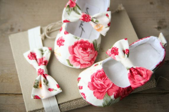 Cream and pink floral baby girl shoes by MartBabyAccessories
