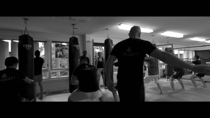Limitless Gym Geneve kickboxing heavy bag training Mejiro style,Osu!