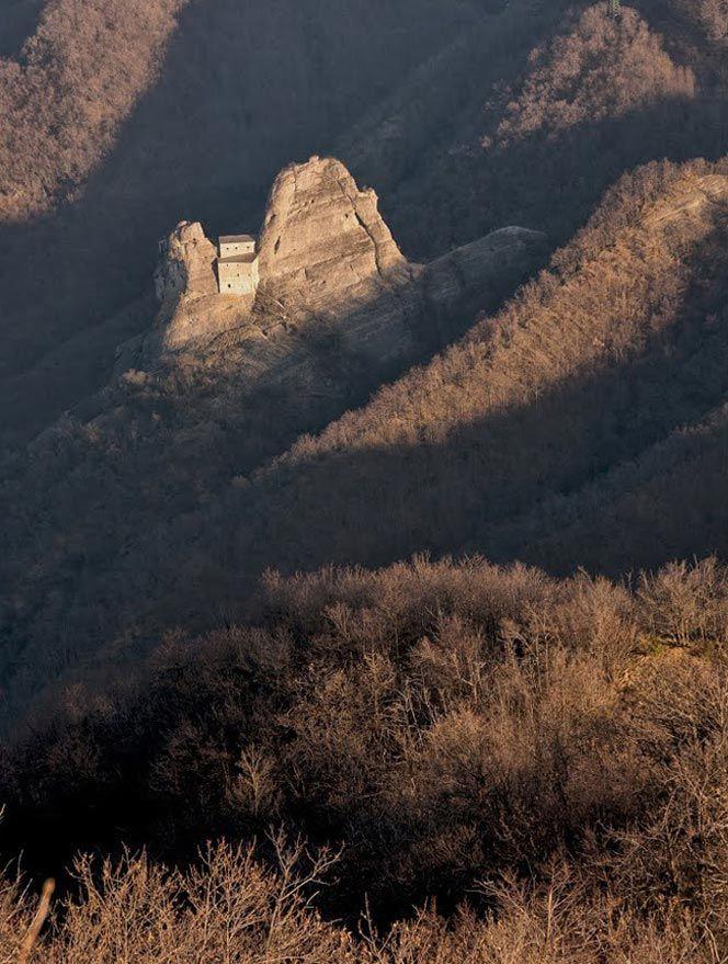 Mystery and fantasy at Castello della Pietra | Italian Ways