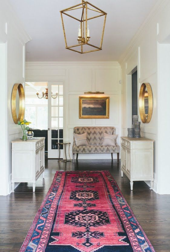 wouldn't you feel so welcome to come in and see a lovely rug stretching out in front of you? Love the ceiling lamps, too!