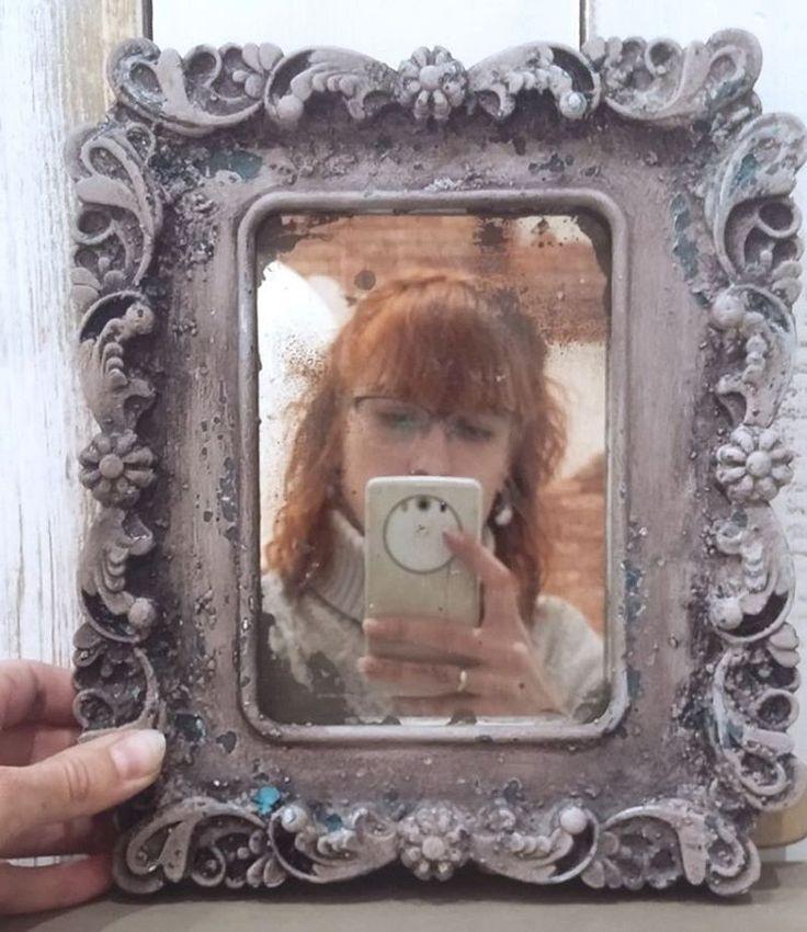 Я сегодня опять в Москве, опять учусь.  На этот раз устаренные зеркала от @studio_little_angel и @dariageiler в артлофт окошках. Знаний много не бывает...