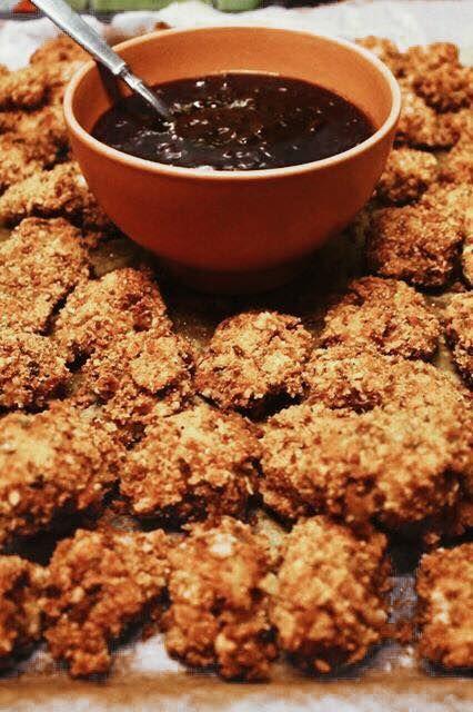 Parmezános csirke nuggets és kólás BBQ szósz