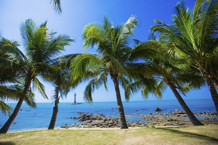 A typical #tropical #sea view, #SanyaRepin #SanyaHeartstoHearts isn't it? With blue sea, fresh air, abundant #sunshine and giant #coconut trees, does it make your #travel sense tingling?