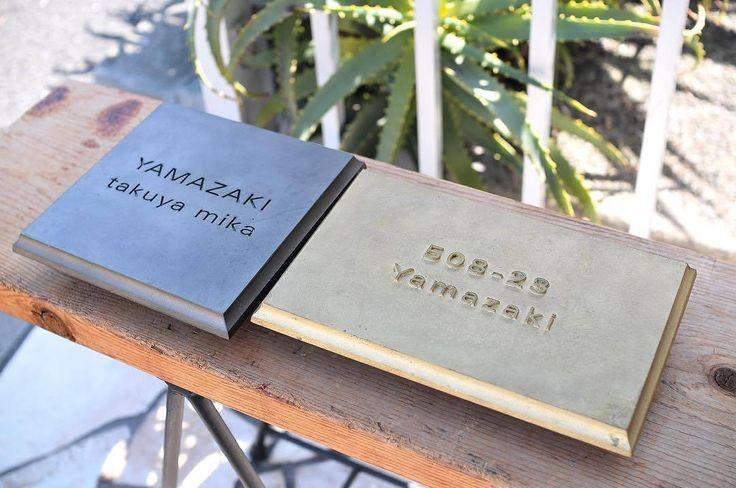 《MATUREWARE by FUTAGAMI》の真鍮ネームプレート セミオーダーで様々な組み合わせをお選びいただけます。 ・ 書体「明朝体」「ゴシック体」 ・ 文字加工「浮き文字」「彫り文字」 ・ 表面仕上げは真鍮素地を活かした「鋳肌」と、酸化処理を施して黒く染め上げた「黒染め」から ・ 家の顔となる表札。自然と変化していく真鍮の表情を長く長くお楽しみいただけます。 ・ 詳細はウェブストアをご覧ください。 http://ift.tt/2kZd6Rk