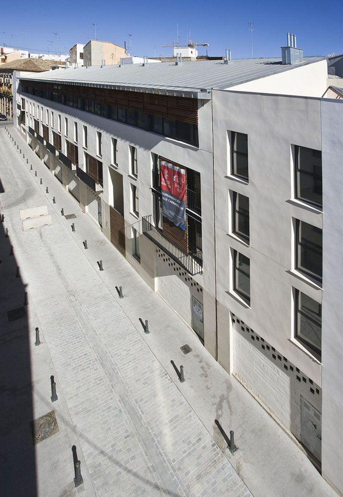 Edificio de 26 viviendas protegidas de alquiler joven en Valencia realizado por José Luis Sáez Martínez y Francisco Vigueras Marín-Baldo.