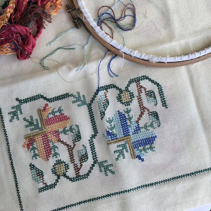 Oyaliyor ama deger... #elnakisi #elisi #handmade #embroidery #HandEmbroidery #hesapisi #turkishemroidery