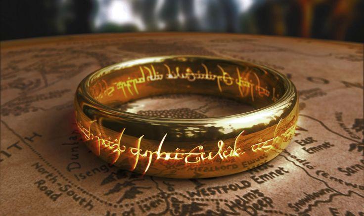 L'Anneau unique du Seigneur des Anneaux !   Dans la trilogie des #films Le seigneur est #anneaux mais aussi dans Le Hobbit. Forgé par Sauron, le #bijou magique donnant l'invisibilité à celui qui le porte est extrêmement puissant et doit être détruit pour empêcher le seigneur des ténèbres de s'emparer de la Terre du milieu.