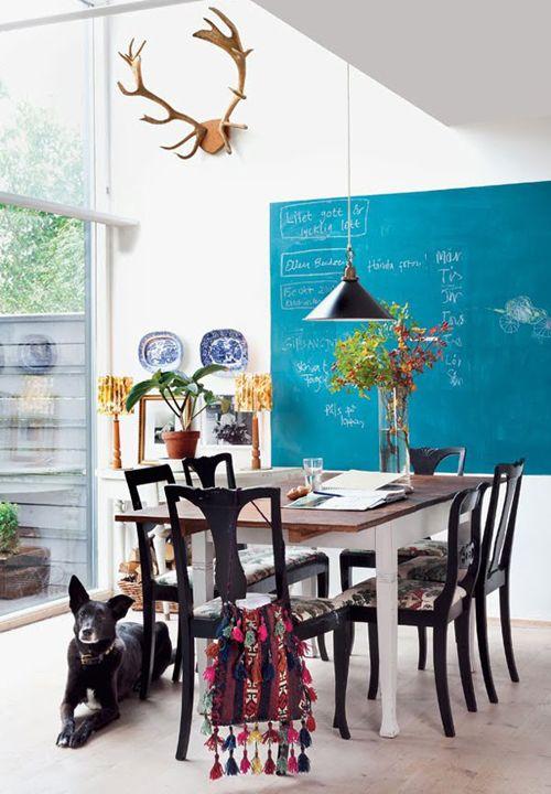 Schoolbordverf kennen we natuurlijk al wat langer maar deze verf hoeft niet per se altijd zwart te zijn.