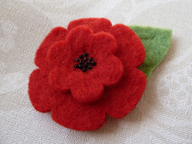 Remembrance Felt Poppy with beads & leaf £4.50