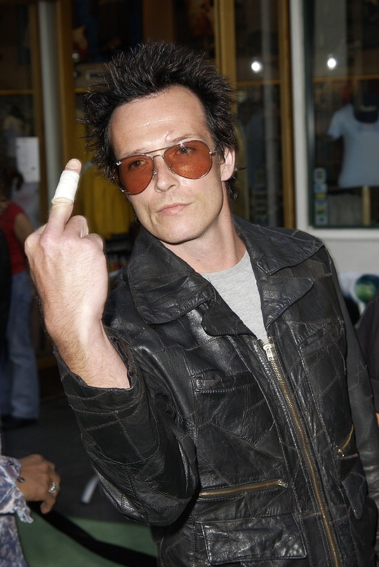 Scott Weiland, lead singer for Stone Temple Pilots, giving an injured finger.