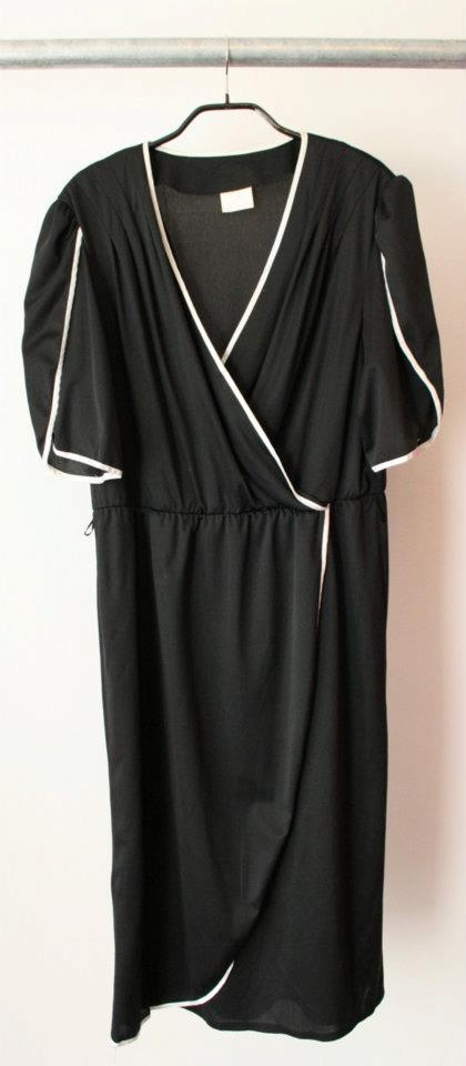 80's vintage dress  100% polyester  Size 38  Dkk 299,-  Available in Beware of Limbo Dancers
