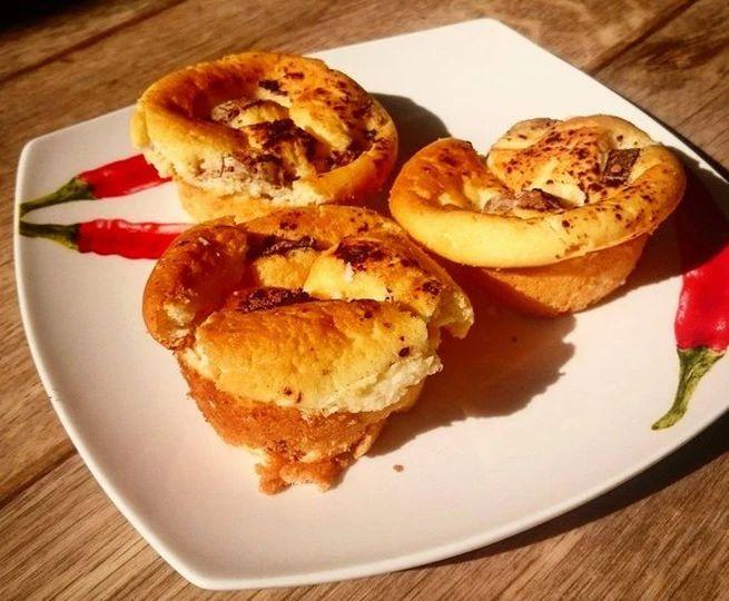 Zdravé muffiny recept od Danči.Jestli Tě honí mlsná a chybí Ti nějaká lehoučká mňamka ke kafíčku bez výčitek, tak zdravé muffiny sbanánem musíš vyzkoušet