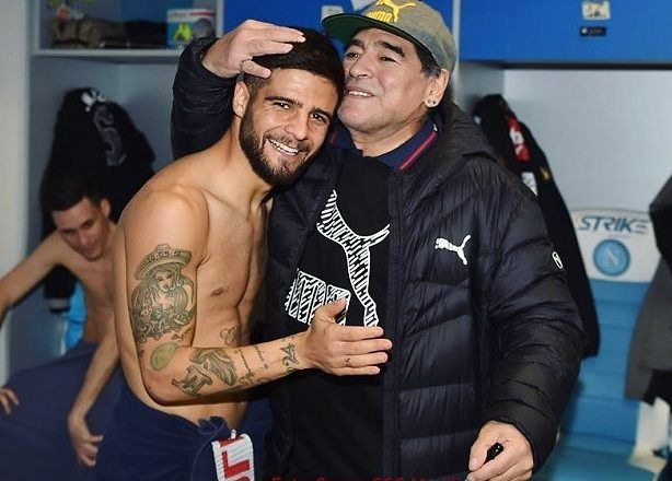 "2,364 mentions J'aime, 9 commentaires - Lorenzo Insigne (@insigne.official) sur Instagram : ""Happy Birthday Legend #Maradona ⭕⚪ #Napoli"""