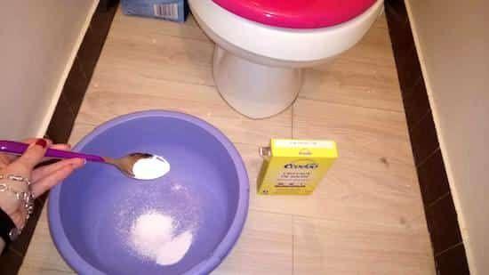 cristaux soude pour décrasser fond wc