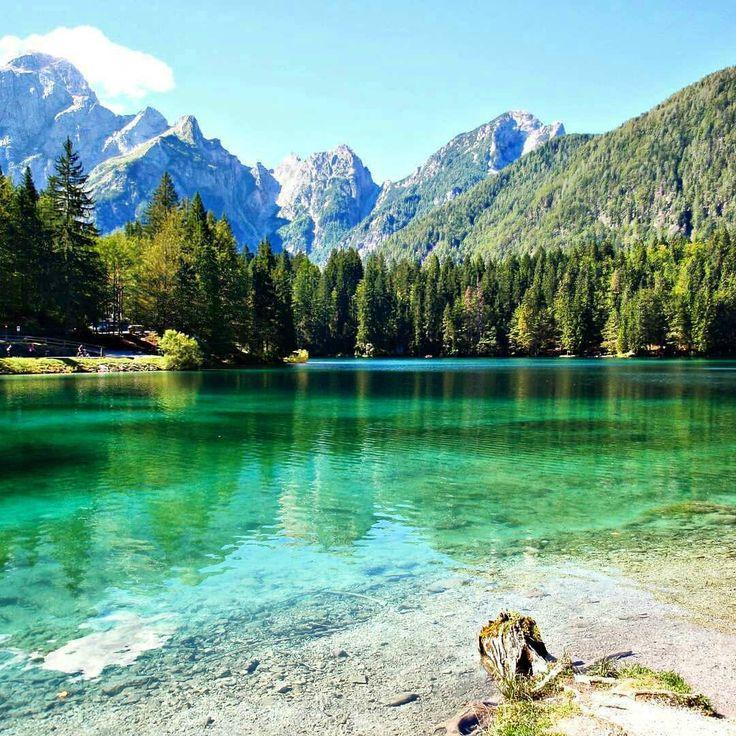 Lake Fusine, extreme north east, Friuli-Venezia Giulia…how to find a little slice of Canada in Italy 😀 repubblica from @ire_bib - La bellezza della natura! The beauty of nature! 😎😎🌲🌲🌞🌞🇮🇹🇮🇹 #fusine #laghidifusine #lago #lake #abeti #montagne...