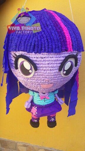 Equestria girl mi pequeño pony... ayer se nos paso el piñatop pero hoy por la tarde podran dar su puntuación no se lo pierdan.