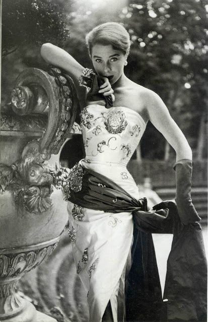 Bettina pour Maggy Rouff, 1952