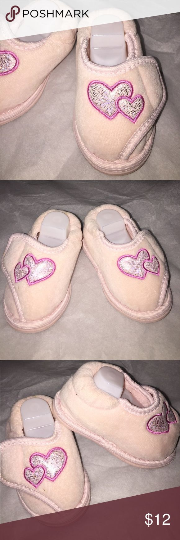 Cute slippers Adjustable Velcro pink Sequin Hearts Cute slippers Adjustable Velcro pink Sequin Heart size 3-4. Really cute! Excellent Condition babies-r-us Shoes Slippers