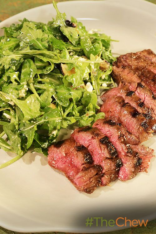 Fire up the grill and make this juicy & delicious Grilled Skirt Steak & Arugula Salad!
