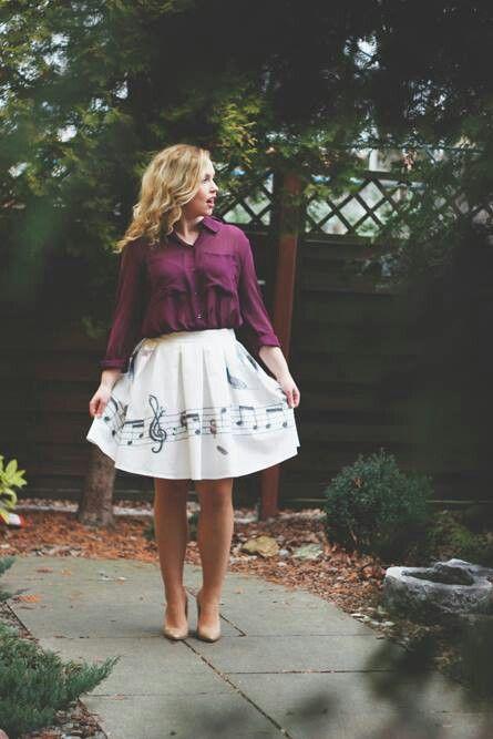 Zobaczcie jaka śliczna spódnica powstała z połączenia grafikiIwona Jasińska - Graphic Design&Illustrationoraz naszej gabardynyIdealna na wiosnę! #moda #wiosna #sukienka #spring #fashion