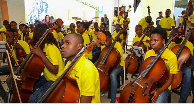 Orquestra Kaposoka nas festividades do 50º aniversário da independência da Zâmbia http://angorussia.com/cultura/orquestra-kaposoka-nas-festividades-do-50o-aniversario-da-independencia-da-zambia/