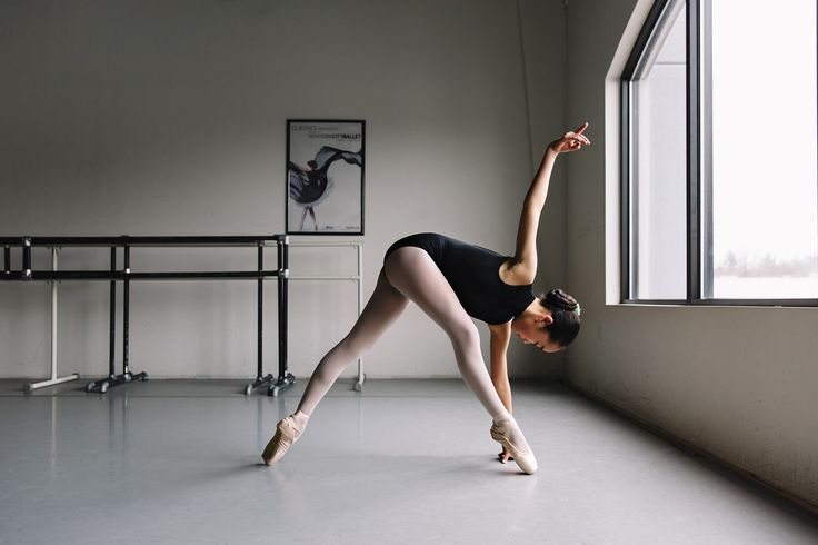 Nicki Bosch - Nicki's dance photography is beautiful. Her documentarian, candid approach gives a raw, emotional and aesthetically pleasing.