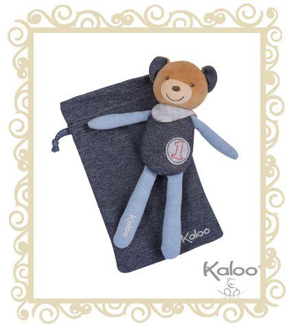 Le #Doudou #Kaloo livré dans sa pochette. Nouveau: avec de grandes jambes et de long bras pour l'éveil... http://www.avenuedesanges.com/fr/kaloo-blue-denim/3854-doudou-bebe-ours-champion-avec-pochette-4895029600678.html