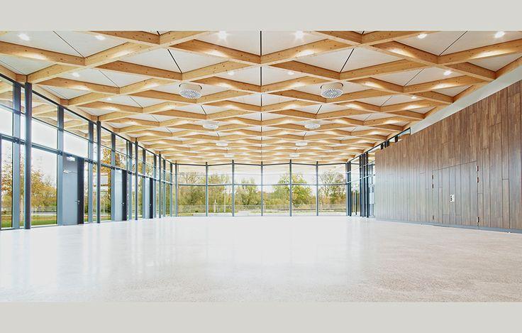Nya byggnader med avancerade takkonstruktioner, Festhall Neckarallee av Ackermann + Raff, foto Thomas Herrmann – http://www.tidningentra.se/reportage/med-blicken-mot-husets-femte-fasad #arkitektur i #trä
