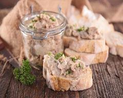 Rillettes de canard à l'ancienne : http://www.cuisineaz.com/recettes/rillettes-de-canard-a-l-ancienne-81787.aspx