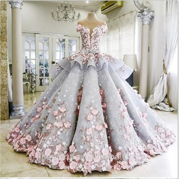 Каждая девушка мечтает надеть свадебное платье. Современные дизайнеры каждый сезон выпускают шикарные коллекции свадебных нарядов, которые могут удовлетворить запрос даже самой прихотливой невесты. Но платье, о котором пойдет речь, не совсем обычное.  Кроме того, что его создатели в эту великолепн