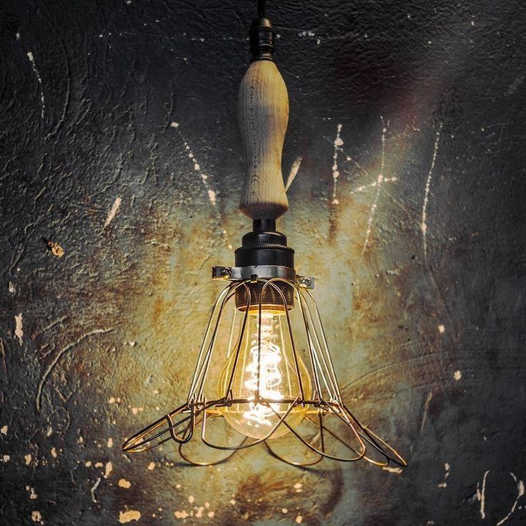 LAMPA CAGE BRASS FLOWER Z DREWNIANYM UCHWYTEM