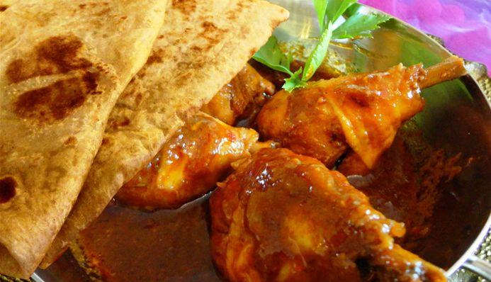 Surinaams eten – Roti Pinda Sambel Stoofkip (de lekkerste Surinaamse stoofkip)