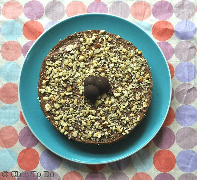 A delicious and easy to make no-bake Nutella cheesecake toppped with crushed hazlenuts.