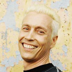 """http://polyprisma.de/wp-content/uploads/2015/06/Farin-Urlaub-Credit-Joerg-Steinmetz-Wikimedia.jpg Farin Urlaub über die Ursache von Rassismus http://polyprisma.de/2015/farin-urlaub-ueber-die-ursache-von-rassismus/ Frizz Magazin aus Halle sprach mit Farin Urlaub, Sänger / Gitarrist der Band """"Die Ärzte"""". Für einen Musiker bemerkenswert, weil oft nicht ganz (wirtschaftlich) unproblematisch sind Statements zu politischen Fragen, besonders dann, wenn es um Frage"""